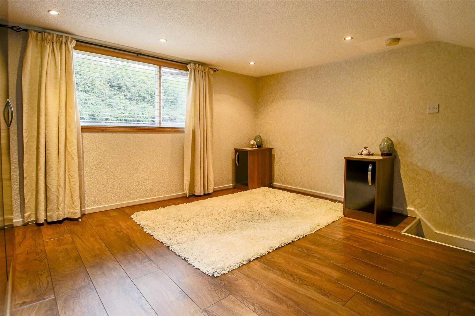 3 Bedroom Mid Terrace House For Sale - Image 8